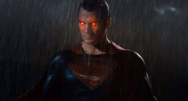 Henry Cavill es Superman en Batman v Superman