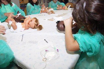El Hospital La Fe ayuda a más de 300 niños a entender el ingreso de sus hermanos en Neonatología con talleres