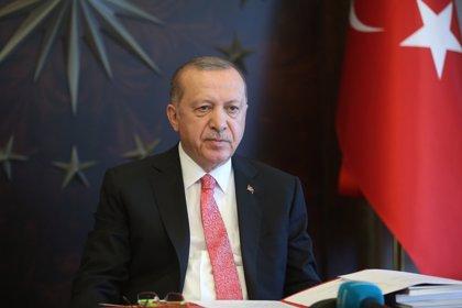 """Erdogan dice que la vuelta a puerto del 'Oruc Reis' busca """"dar una oportunidad a la diplomacia"""" con Grecia"""