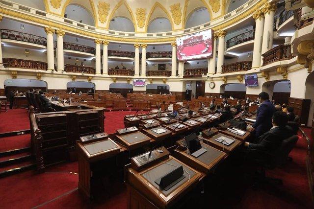 Perú.- Vizcarra se ausenta de la moción parlamentaria que puede cesarle como pre