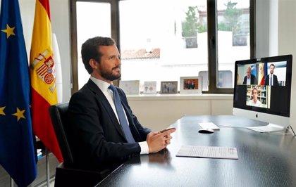"""Casado acusa a Sánchez de poner el foco en Madrid y dice estar viendo un ejemplo de """"cobardía y deslealtad"""""""