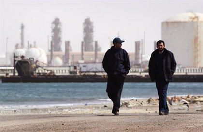 Haftar anuncia el reinicio de la producción en los campos petroleros de Libia tras meses de bloqueo