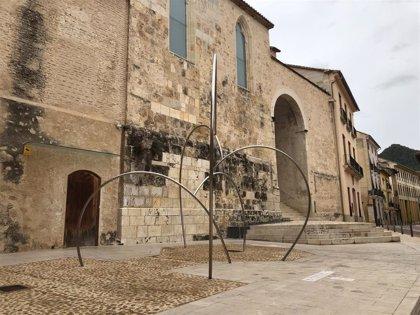 """Esculturas de gran formato de Andreu Alfaro dialogan con la """"monumental"""" Xàtiva en una exposición"""