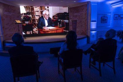 """Cees Nooteboom revive su """"existencia nómada"""" en """"tiempos inciertos"""" al recoger desde Holanda el Premio Formentor 2020"""