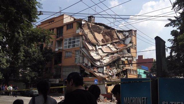 Edificio tras el terremoto en Ciudad de México el 19 de septiembre de 2017
