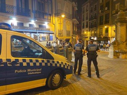 Policía Municipal de Pamplona realiza esta noche más de 60 denuncias, la mayoría por no llevar mascarilla o por botellón