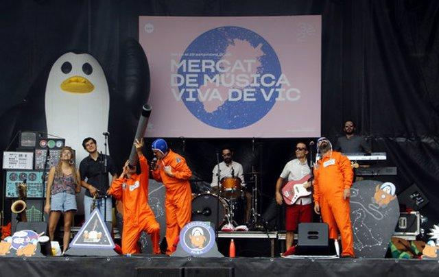 Pla general del concert de The Penguins - Reggae per Xics al MMVV. Imatge del 19 de setembre del 2020. (Horitzontal)