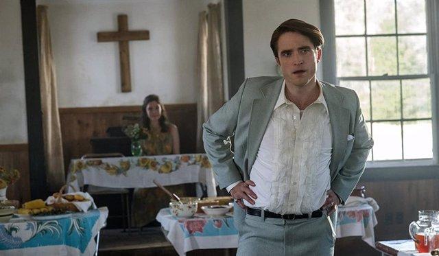 Robert Pattinson en El diablo a todas horas, el thriller de Netflix