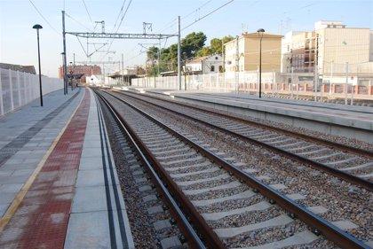 Una avería de un tren en un tramo en obras ocasiona retrasos de más de una hora entre València y Barcelona