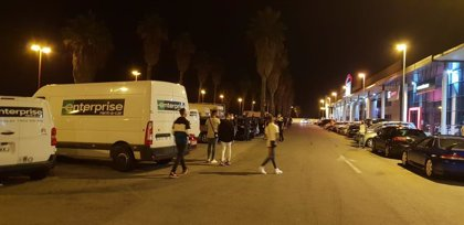 Policía Local de Cádiz interpone 119 denuncias por celebrar botellones y no llevar mascarillas