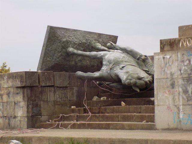 Colombia.- Derribada la estatua de un conquistador español en Colombia