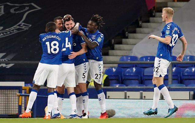 Fútbol/Premier.- (Crónica) Arsenal y Everton comienzan intratables al ritmo de C