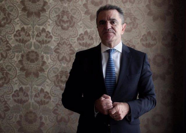 El delegado de Gobierno en Madrid, José Manuel Franco, posa tras una entrevista para Europa Press