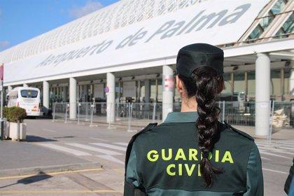 Detenido un hombre por agredir a otro en un avión que acababa de aterrizar en Palma desde Inglaterra