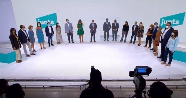 Final de la presentació de l'acte del nou JxCat impulsat per l'expresident Carles Puigdemont i el condemnat per el 1-O  i expresident de l'ANC, Jordi Sànchez.