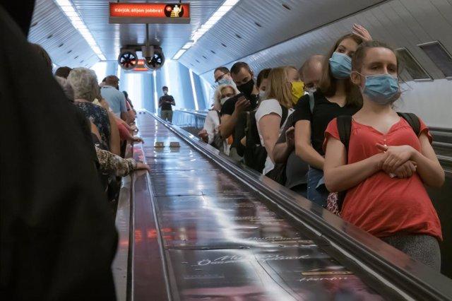 Coronavirus.- Hungría alcanza la cifra récord de 1.070 nuevos contagios en plena