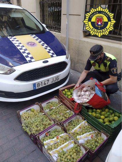 Intervienen 110 kilos de uva, mandarinas y ajos en tres puntos de venta ilegal en Alicante