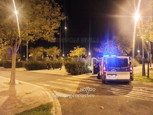 Actuación de la Policía Local de Sevilla para impedir botellonas (Foto de archivo).