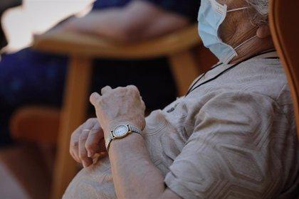 """Los enfermos de Alzheimer y sus cuidadores, """"las víctimas olvidadas"""" de la pandemia"""