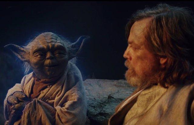 Luke y Yoda en Star Wars: Los últimos Jedi