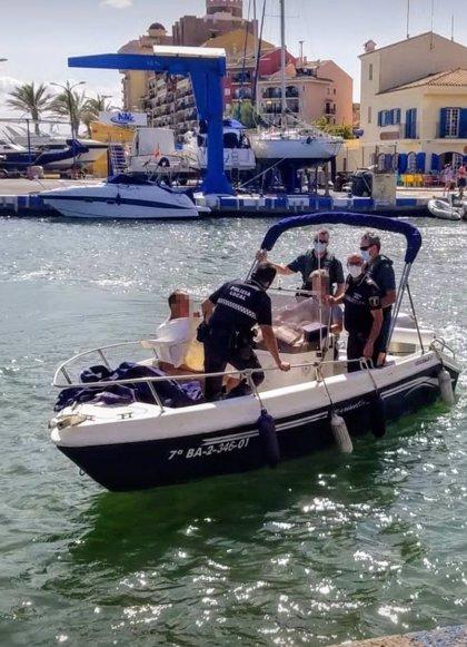 El hombre detenido tras pasear desnudo por Port Saplaya y adentrarse al mar llevaba días desaparecido de Menorca