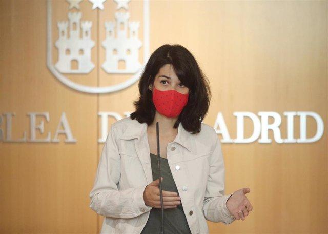 La portavoz de Unidas Podemos-IU en la Asamblea de Madrid, Isa Serra, ofrece una rueda de prensa tras la primera jornada del debate del Estado de la Región, en la Asamblea de Madrid (España), a 14 de septiembre de 2020. Se trata del primer debate del Esta