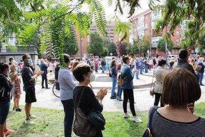 Cerca de 1.000 personas se concentran frente al centro de salud Sánchez Morate (Getafe) contra las restricciones