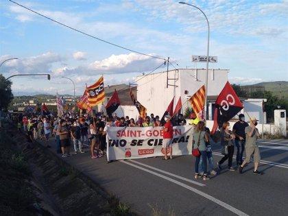 Una manifestación contra el cierre de Saint-Gobain corta la N-340 en L'Arboç (Tarragona)