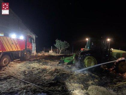 Extinguido el incendio declarado el viernes en una nave agrícola de Morella (Castellón)