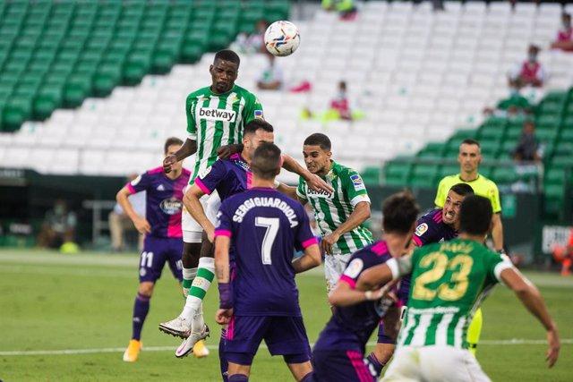 Fútbol/Primera.- (Crónica) El Betis doblega al Valladolid y el Cádiz se estrena