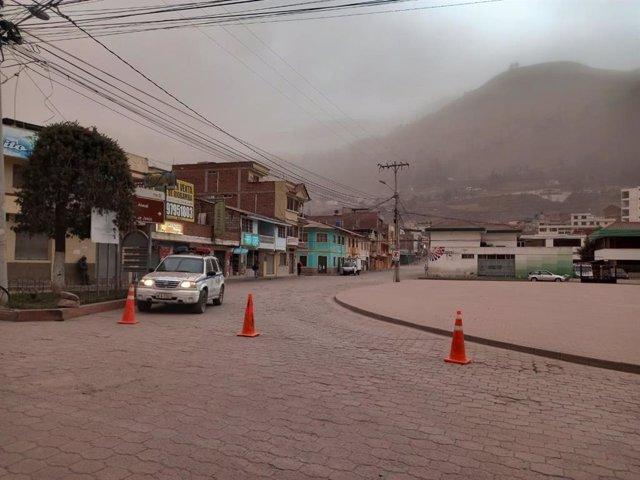 Ecuador.- Una intensa lluvia de cenizas del volcán Sangay afecta a varias ciudad