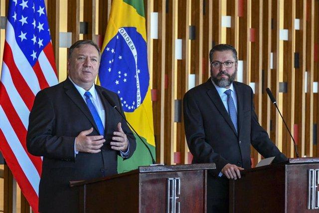 El secretario de Estado de Estados Unidos, Mike Pompeo, y el minstro de Asuntos Exteriores de Brasil, Ernesto Araújo.