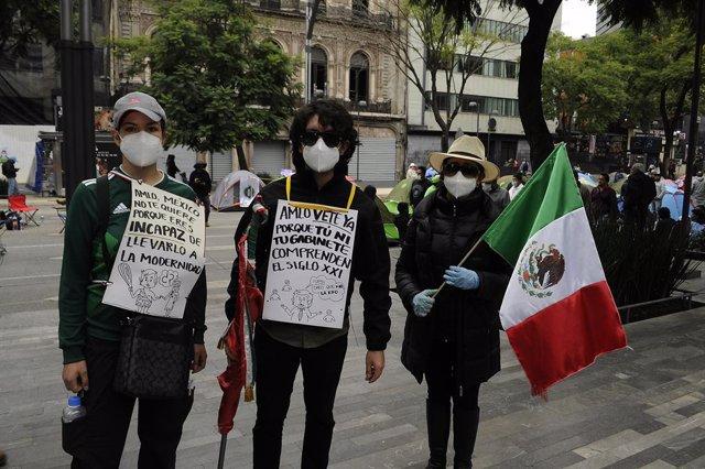 México.- López Obrador anima a la oposición a manifestarse contra él, ya que se