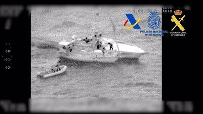 Dos detenidos tras interceptar un velero con 200 kilos de hachís frente a la costa de Almería