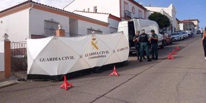 El detenido por la muerte de Manuela Chavero llega a su casa con la Guardia Civil tras ser acusado de homicidio