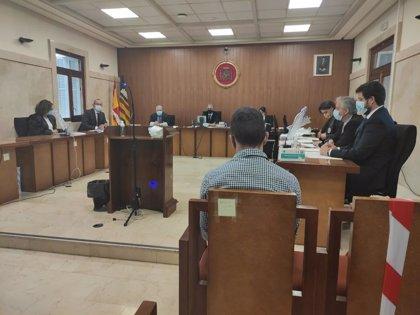 El acusado de violar a una mujer en su vivienda de Palma reconoce los hechos y acepta una condena de 40 años