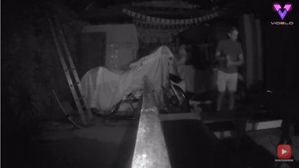 Registran en vídeo una extraña explosión en un granero que se cree embrujado