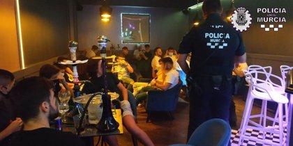 La Policía Local de Murcia desaloja un local y denuncia a 34 clientes por no respetar las medidas sanitarias