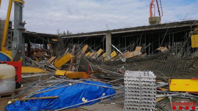 Pla general on es pot veure la bastida de l'obra del nou edifici de l'Institut de Guissona esfondrada, el 21 de setembre de 2020. (Horitzontal)