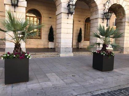 Instalación jardineras para protección peatonal y embellecimiento de Gandia, València