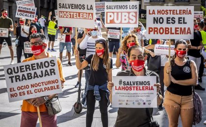 """La hostelería valenciana y el ocio nocturno se movilizan para reclamar un """"rescate real"""" que salve al sector"""