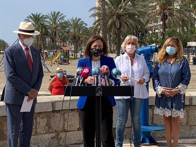 La delegada del Gobierno andaluz informa sobre  Plan en la playa junto con el alcalde, la concejala de playas y la responsable del Servicio de Emergencias 112 en Málaga