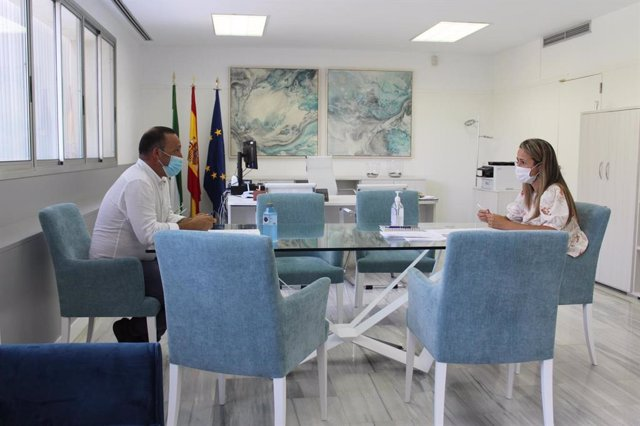 Reunión entre la Junta y el Ayuntamiento de San Silvestre de Guzmán (Huelva).