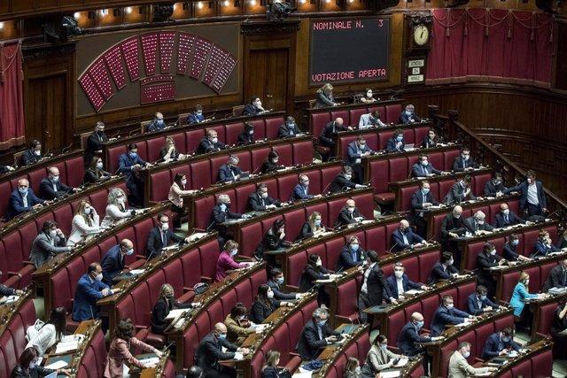 AMP2.- Italia.- El 'sí' a la reducción del número de parlamentarios en Italia se