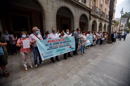 Vecinos de San Bartolomé se concentran ante Salud para pedir que se restablezca el servicio de Urgencias