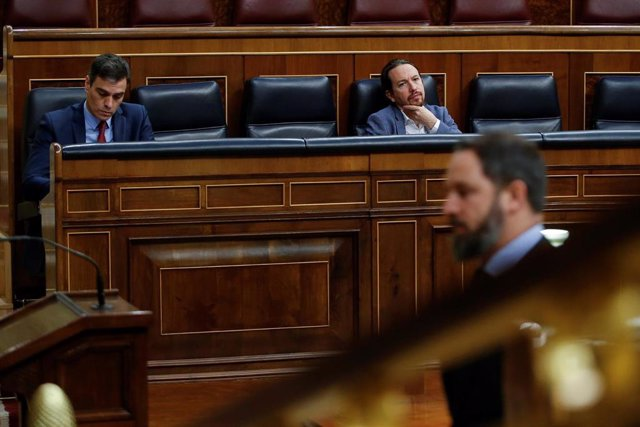 El presidente del Gobierno, Pedro Sánchez (i), y el vicepresidente segundo, Pablo Iglesias (d)