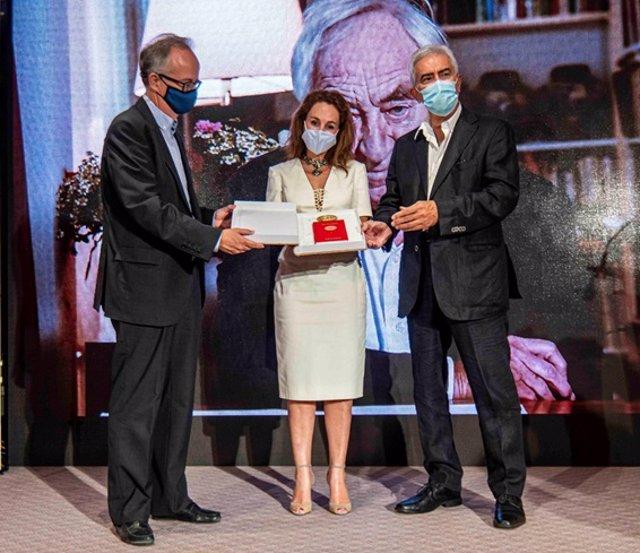 Entrega del Premio Formentor 2020 a Cees Nooteboom. De izda a derecha Pedro Simon Barceló, Marta Buadas y Basilio Baltasar.