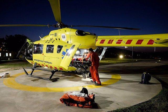 Pla general de l'helicòpter medicalitzat del SEM a l'heliport de l'Hospital Josep Trueta de Girona. Imatge del setembre del 2020. (horitzontal)
