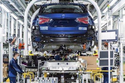 La facturación de la industria baja un 10,6% anual en julio pero aumenta un 6,5% en la 'nueva normalidad'