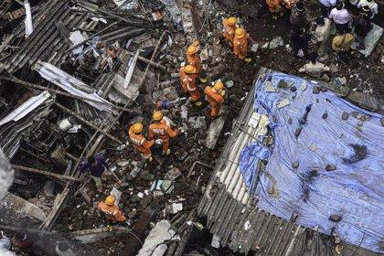 Al menos 20 muertos por el derrumbe de un edificio cerca de Bombay